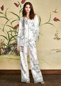 Discover the new Dolce & Gabbana Women's Botanical Garden Collection for Fall Winter 2016 2017 and get inspired. Olivia Von Halle, Kimono, Night Suit, Pajama Outfits, Satin Sleepwear, Pajamas Women, Fashion Outfits, Womens Fashion, Lounge Wear