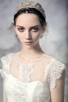 Swan Princess  Photographer: Andrey Yakovlev.  Fashion designer Alena Goretskaya Collection: Papilio 2016