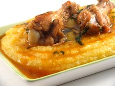 Chicken in garlic sauce with polenta - Pui in sos de usturoi cu mamaliguta My Favorite Food, Favorite Recipes, Lithuanian Recipes, Good Food, Yummy Food, Healthy Food, Romanian Food, Exotic Food, What To Cook