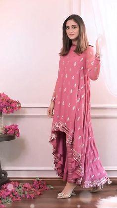 Party Wear Indian Dresses, Pakistani Dresses Casual, Designer Party Wear Dresses, Indian Gowns Dresses, Indian Bridal Outfits, Dress Indian Style, Indian Fashion Dresses, Pakistani Dress Design, Kurti Designs Party Wear