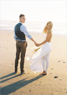 Beach engagement session that is unbelievably gorgeous. #weddingchicks http://www.weddingchicks.com/2014/09/22/beach-engagement-ideas/