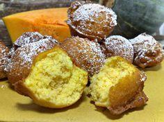 """Frittelle dolci di zucca con cannella600 gr di zucca gialla senza buccia 3 uova 350 gr di farina """"00"""" 1 bustina di lievito per dolci 90 gr di zucchero cannella in polvere olio di semi per friggere zucchero a velo per decorare"""