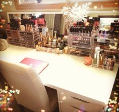 Dream Makeup Storage. This will be in my closet when i'm older...it literally will make me feel like a movie star.
