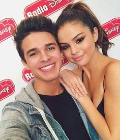 @brentrivera: Love this chica @brentrivera: Amo a está chica #SelenaGomez #Selena #Selenator #Selenators #Fans
