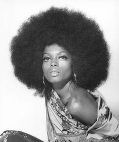 26 Photos Proving Diana Ross Invented The Concept Of Fierce This is a photo of famous soul singer Dina Ross sporting the Afro hairstyle. During the the Afro was seen as a symbol of feminism and black power. You see more of the Afro hairstyle in the 70 Dona Summer, My Black Is Beautiful, Most Beautiful, Beautiful Body, Beautiful Pictures, Beautiful Women, Big Hair, Your Hair, 1970s Hairstyles