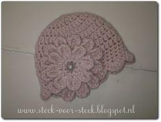 Deze keer weer eens een gratis patroontje,   dat ik vertaalde vanuit het engels.   Het is een schattig babymutsje dat heel   makkelij... Crochet Kids Hats, Crochet Baby Clothes, Crochet Girls, Free Crochet, Knit Crochet, Easy Crochet, Baby Kind, Pretty Baby, My Baby Girl