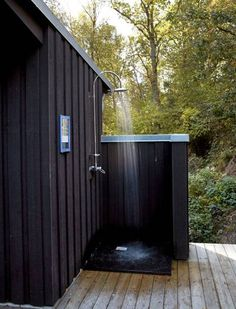 15 Awesome Outdoor Showers and Bathrooms