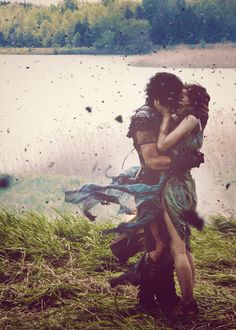 The lovers Cassia (Emily Browning) and Milo (Kit Harington) in Pompeii (2014)