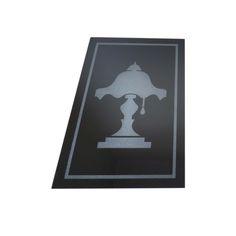 Abajur desenhado no vidro preto utilizando gravação a laser