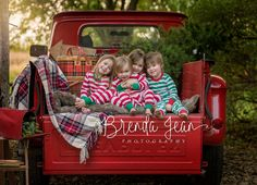 Vintage truck christmas photoshoot Ideas for 2019 Christmas Tree Lots, Family Christmas Pictures, Christmas Mini Sessions, Christmas Truck, Holiday Pictures, Christmas Minis, Christmas Photo Cards, Family Pictures, Farm Pictures