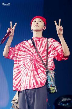 I like his shirt! Daesung, Gd Bigbang, Bigbang G Dragon, G Dragon Cute, G Dragon Top, G Dragon Fashion, Sung Lee, Choi Seung Hyun, Ji Yong
