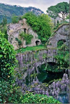 Italy-Old-Bridge-with-Wisteria
