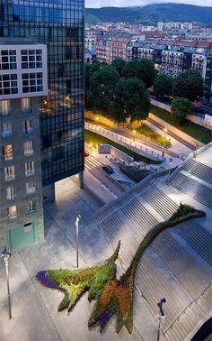 Bilbao-garden-climbs-steps1.jpg 468×750 pixels