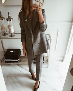 Try new ML women's suit to look effortlessly elegant this holiday season! ELENOR suit will be in stock soon! Classy Outfits For Women, Pretty Outfits, Business Outfits, Business Fashion, Zara Fashion, Fashion Outfits, Le Style Du Jenner, Professional Outfits, Elegant Outfit