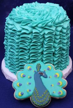 Peacock cake: Mariah Sink says fill a piping bag with icing of your choice (Buttercream works best) and then pipe with Wilton tip (Anywhere between these three is fine, it just depends on how big you want your ruffle). Gorgeous Cakes, Pretty Cakes, Cute Cakes, Amazing Cakes, Peacock Cake, Peacock Cupcakes, Occasion Cakes, Fancy Cakes, Love Cake