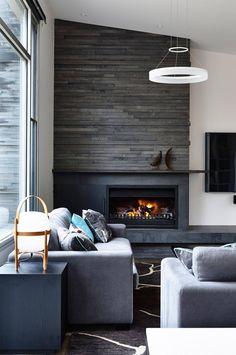 Sentir-se bem na própria casa deve ser uma das primeiras regras na hora de decorar, mas o estilo não precisa ficar de lado. Veja como unir as duas ideias!