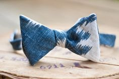 The Santa Fe bow tie by TRVLR. I wish my Hubby wore bow ties Mens Fashion Blog, Men's Fashion, Blue Bow, Gentleman Style, Well Dressed, Gq, Style Me, Style Blog, Fashion Accessories