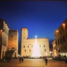 """Ciocco Atelier no Instagram: """"Já é Natale na cidade medieval de contos de fada do meu ❤️! Ai, Todi... #todi #umbria #contosdefada #nataleatodi #italia #regram @locandadidoris"""""""