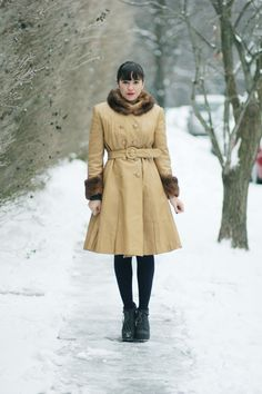 I think it's the shape of this coat that I love.  Would I need my waist back to wear it?