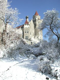Casa Loma (Spanish for Hill House) is a Gothic Revival style house and gardens in midtown Toronto, Ontario, Canada, that is now a museum and landmark. Ontario, Westminster, Belle Image Nature, British Columbia, Famous Castles, Winter Scenes, Canada Travel, Wonders Of The World, Destinations