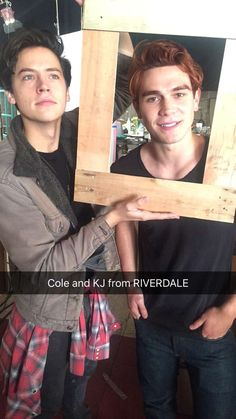 hey it's kj apa and i play jughead's boyfriend on riverdale, and you're watching disney channel (this doesn't even make sence what am i saying) Memes Riverdale, Kj Apa Riverdale, Riverdale Poster, Riverdale Archie, Riverdale Funny, Betty Cooper, Archie Comics, Cole Spouse, Lili Reinhart And Cole Sprouse