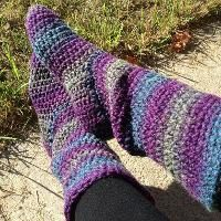 Free Pattern Crocheting: Basic Slipper Boots for Women Easy Knitting, Knitting Patterns Free, Knitting Socks, Free Pattern, Knitting Tutorials, Knitting Machine, Pattern Ideas, Knitting Ideas, Crochet Slipper Boots