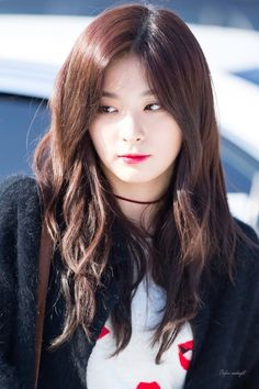 |Kang Seulgi as Kim Seulgi| |Shy Girl/Dancer| Hi I'm Seulgi  I'm 17 years old Irene is my twin sister.... I like to dance it's my passion really I also like drawing and I don't talk very much I don't really hang around my sisters because she doesn't do anything when her friends bully me so I'm constantly a target.. intro?