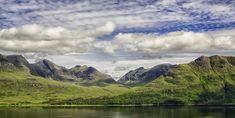 Upper Loch Torridon en el noroeste de las Highlands escocesas Cool Places To Visit, Mountains, Nature, Travel, North West, Bonito, Viajes, Destinations, Naturaleza