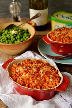 Vegetarian lentil cottage pie with garlic butter sweet potato mash - Domestic Gothess (just make it without cheese! Veg Recipes, Cooking Recipes, Healthy Recipes, Recipies, Yummy Recipes, Dinner Recipes, Vegetarian Dinners, Vegetarian Recipes, Veggie Meals