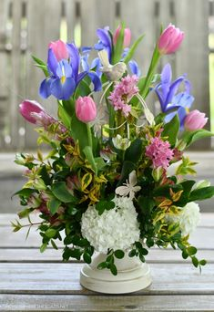 Flower Planters, Diy Planters, Planter Boxes, Flower Vases, Flower Centerpieces, Flower Arrangements, Large Glass Jars, Small Potted Plants, Starting A Garden