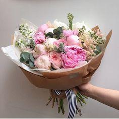 """Дорогие! По многомногочисленным просьбам 30 июля мы проведём мастер-класс на тему """"Букет в стиле Kraft Flowers"""" ❤️ На МК вы научитесь подготавливать цветы, правильно собирать их, подбирать оттенки и упаковывать в крафт бумагу. Наши флористы будут показывать, рассказывать и помогать на каждом шагу. Вы сможете создать идеальный букет в стиле Kraft Flowers и забрать его домой ☺💐 Конечно, вкусный чай и угощения, истории о компании и советы по флористике, фотографии и видео и много больших и…"""
