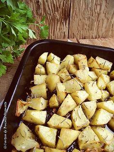 Cartofi la cuptor cu usturoi şi rozmarin | Bucate Aromate Potato Salad, Potatoes, Vegetables, Ethnic Recipes, Food, Potato, Essen, Vegetable Recipes, Meals
