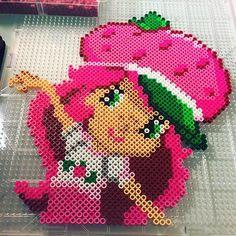 Strawberry Shortcake perler beads by perlermom - Pattern: https://de.pinterest.com/pin/374291419003579767/