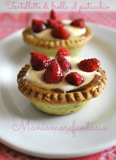 Tartellette al pistacchio con crema Italian Cake, Italian Desserts, Mini Desserts, Italian Recipes, Cake Recipes, Dessert Recipes, Cupcakes, Sweet Tooth, Sweet Treats