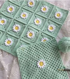 How To - Crochet a Simple Baby Beanie for months - Crochet Videos Granny Square Crochet Pattern, Crochet Squares, Crochet Blanket Patterns, Crochet Motif, Crochet Stitches, Knit Crochet, Crochet Beanie, Crochet Dolls, Crochet Cushion Cover