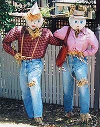 Ideas For Making a Scarecrow Make A Scarecrow, Halloween Scarecrow, Fall Halloween, Scarecrow Ideas, Halloween Halloween, Halloween Makeup, Halloween Costumes, Scarecrows For Garden, Primitive Scarecrows