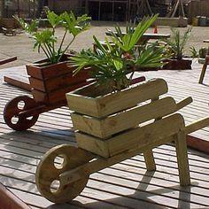 Cheap And Easy DIY Garden Ideas Everyone Can Do 34 diy easy garden ideas Diy Pallet Projects, Outdoor Projects, Garden Projects, Outdoor Decor, Pallet Ideas, Key Projects, Craft Projects, Woodworking Projects That Sell, Diy Woodworking