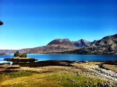 This is a picture taken by Daniel Rose-Bristow owner of the Torridon in Scotland. Very much envy him, he lives and works in one of the most beautiful and peaceful places. My heart beats for Scotland :-)