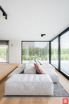 The floor space of this modern villa from the is a square. We created more space with an extension … The post Interior design modern villa in Wechelderzande appeared first on HOOG.design - Exclusive living inspiration in the United Kingdom. Minimalist Sofa, Interior Design Minimalist, Modern House Design, Home Interior Design, Interior Architecture, Villa Design, Living Room Interior, Sofa Design, Home Deco