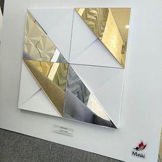 Revestimento Liveli com apliques espelhados Prata e Dourado  #revestimento #cimenticio #concreto #interiordesign #instadecor #interiores #design #decor #maski #luxo #maskirevestimentos #liveli #designpremiado#designpatenteado #designbrasileiro #decorideas #decoremais #espelho