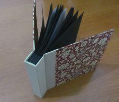 Estúdio Lupi - Brasília/DF - Álbum para fotos, com compensações e papel glassine. Revestimento em Saphir e tecido importado.