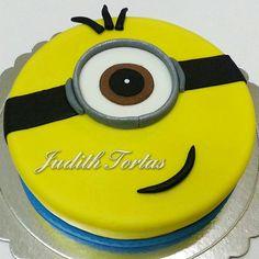 Torta decorada con fondant. Minions. Por: Judith Tortas.
