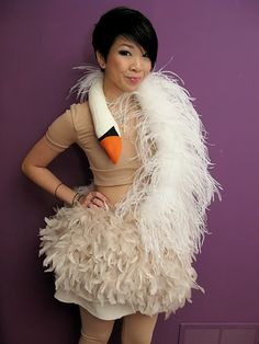 Tutorial for making Bjork's swan dress from 2001, which I think would be a lovely Halloween costume! Found at Syl and Sam, from October 6, 2009.