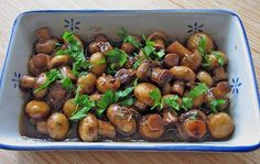 Antipasti marinierte Champignons marinierte Champignons Antipasti The post Antipasti marinierte Champignons appeared first on Fingerfood Rezepte. Healthy Eating Tips, Clean Eating, Appetizer Recipes, Appetizers, Marinated Mushrooms, Party Buffet, Vegetable Drinks, Mushroom Recipes, Grilling Recipes