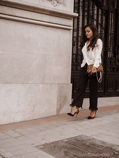 Day to night outfit with statement shoes Killer Heels, Day To Night Outfits, Dressing, Casual Look, The Chic, Chic Outfits, Pants, How To Wear, Shoes
