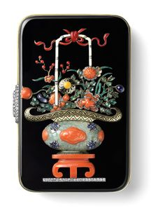 Vanity Case with Chinese Vase Decoration 1927 Gold, platinum, carved emerald, emerald and sapphire cabochons, onyx, coral, single- and rose-cut diamonds, red, ivory-coloured, black, green and yellow enamel Photo courtesy of Cartier