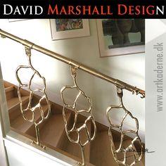 """Skulptøren og designeren David Marshall er bl.a. kendt for sine meget specielle #trappedesigns. Ofte er det #trappeprojekter til firmaer og de mere velstillede, men her er et rigtig godt eksempel på, hvor enkelt og smukt det kan gøres i et """"almindeligt"""" hjem i Frankrig - Tjek David Marshalls #trappekontruktioner ud her >> http://www.davidmarshall.dk/katalog/trapper/"""