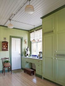 A quaint and lovely green country kitchen Green Country Kitchen, Old Kitchen, Green Kitchen, Vintage Kitchen, Furniture Dolly, Cheap Furniture, Kitchen Furniture, Furniture Ideas, Bedroom Furniture