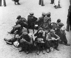 A break for midday soup for Jewish slave laborers (photo Mendel Grossman)