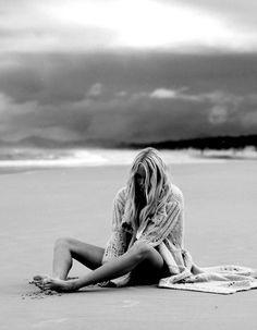 Portrait - Beach - Black and White - Photography - Pose